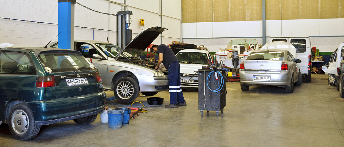 Grúas Santiago: Pizarra vehicle workshop services